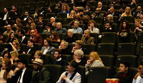 Rudy Veraar in het publiek Almeerse Filmavond